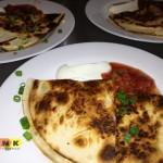 Quesadillas z kurczakiem i serem oraz dodatkiem kiełbaski chorizo